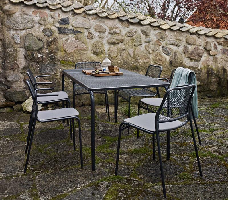 Krzesła sztaplowane dla hoteli i restauracji Mira
