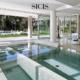Nowoczesny basen wykończony szklaną mozaiką