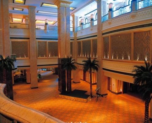 Orientalne mozaiki w hotelowym lobby