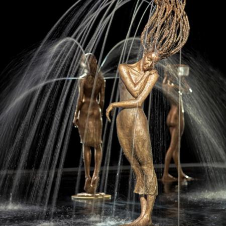 Rzeźba fontanna z brązu Primavera III Małgorzata Chodakowska