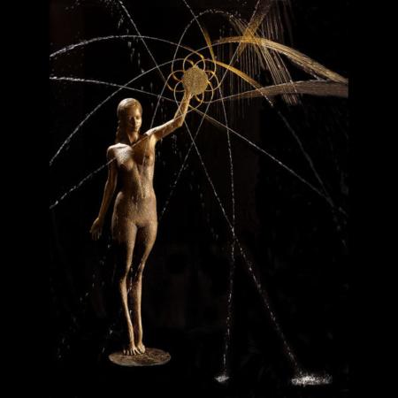Rzeźba fontanna z brązu Sonne Małgorzata Chodakowska