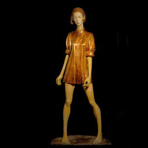 Rzeźba z brązu Kobieta w Koszuli Małgorzata Chodakowska