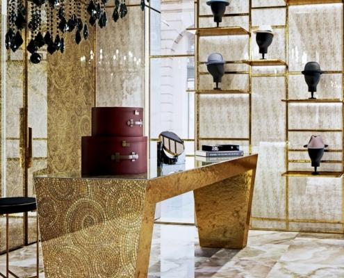 Złota mozaika w ekskluzywnym butiku
