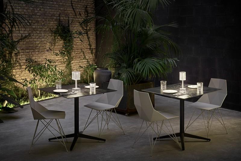 Oświetlenie w ogrodzie restauracjnym