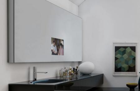 Ozdobne lustro łazienkowe wyświetlaczem TV Window