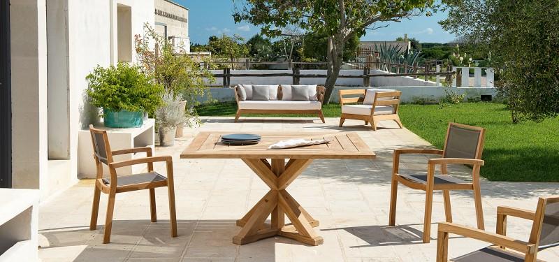 Nowoczesne meble ogrodowe z drewna stoły