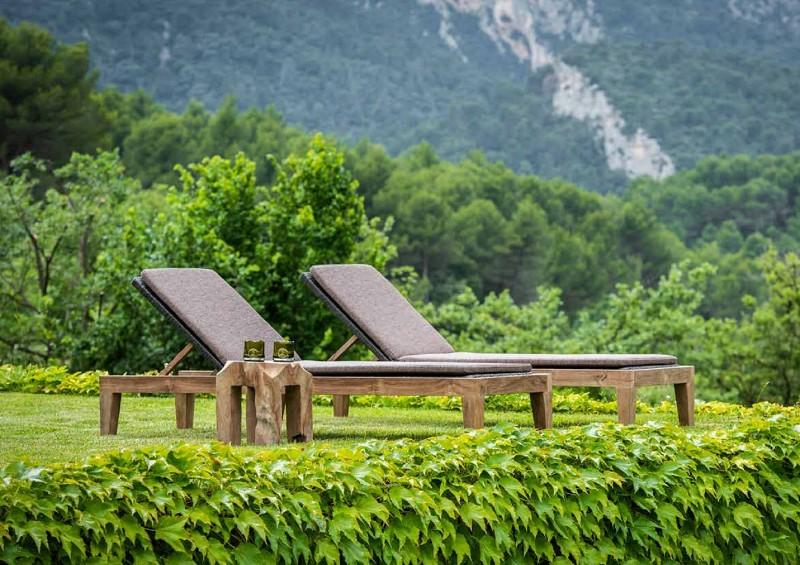 Nowoczesne meble ogrodowe z drewna leżaki
