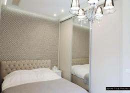 Aranżacja małej sypialni modern classic