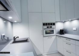 Aranżacja niewielkiej kuchni w bieli