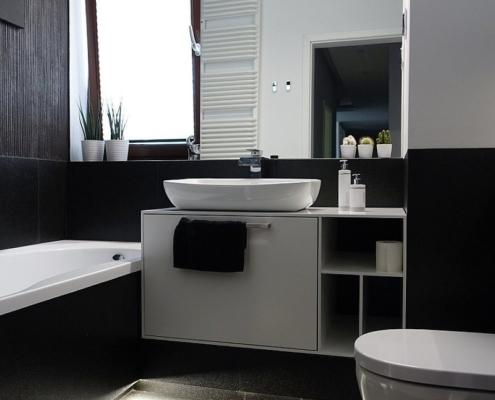 Czarno-biała łazienka w nowoczesnym stylu