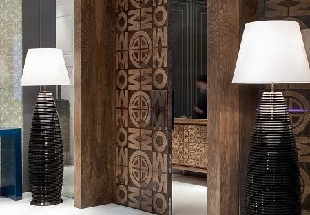 Drewniana lampa podłogowa w nowoczesnym stylu Bali