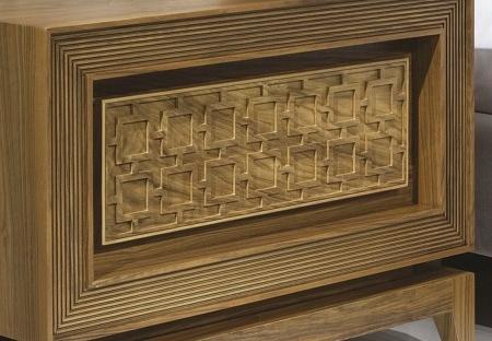 Drewniana szafka nocna z ornamentami Harem