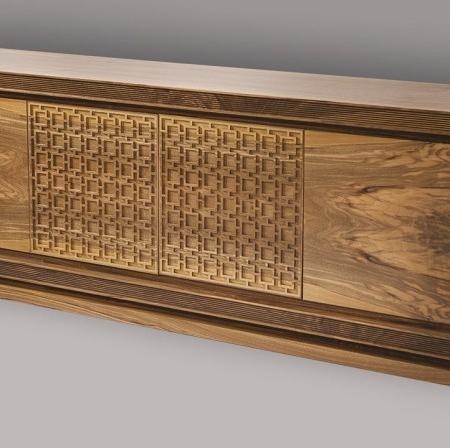 Drewniana szeroka komoda z ornamentami Harem