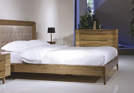 Drewniane łóżko z pikowanym wezgłowiem Valencia