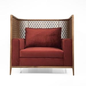 Ekskluzywny fotel z ozdobnym opraciem Alexa Love