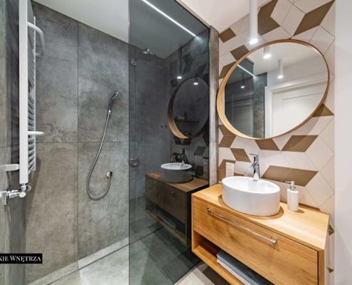 Mała łazienka z dużym prysznicem