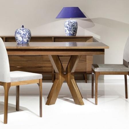 Nowoczesny stół drewniany z oryginalnymi nogami Valencia