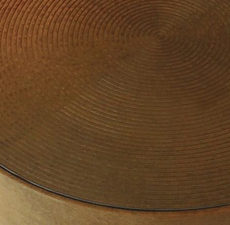 Okrągły stolik pomocniczy wykończony drewnem Drum