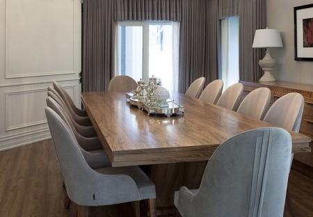 Prostokątny stół z masywną nogą Kos