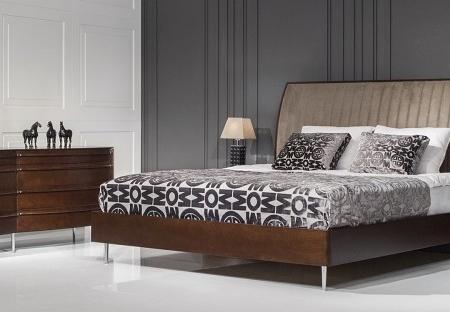 Stylowe łóżko z tapicerowanym wezgłowiem Versa