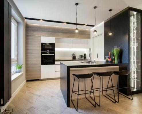Otwarta kuchnia z czarnymi akcentami