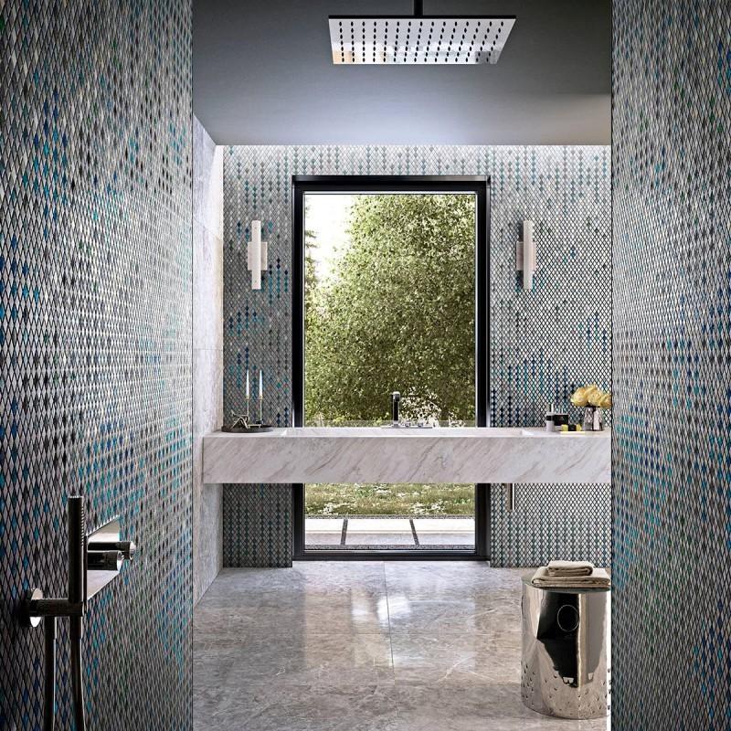 Stylowa łazienka wykończona piękną mozaiką