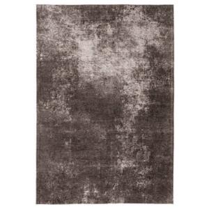 Brązowy dywan beton Maciej Zień Concreto