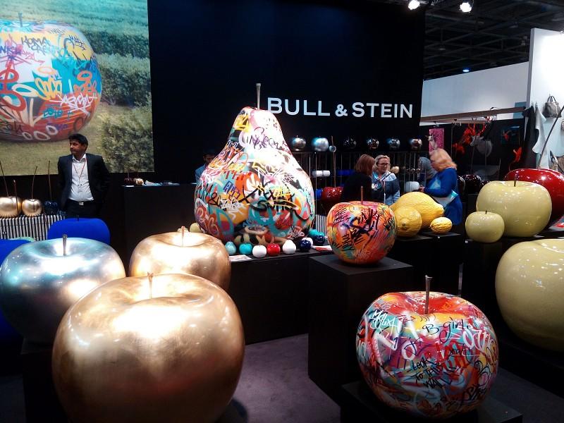 Rzeźby do wnętrz komercyjnych Bull and Stein
