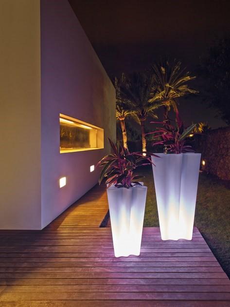 Podświetlana donica ogrodowa BYE BYE Vondom