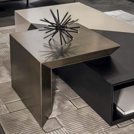 Dekoracyjny stolik pomocniczy Noir.jpg