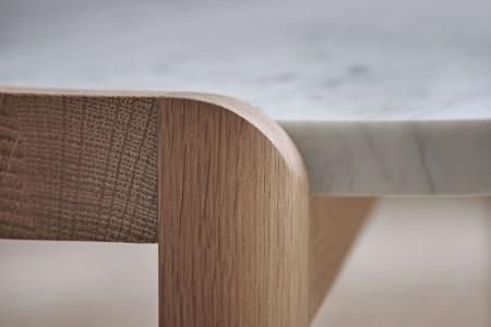 Designerski stolik kawowy drewno i marmur Mix 11 Bolia