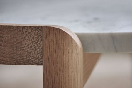 Designerski stolik kawowy drewno i marmur Mix 12 Bolia