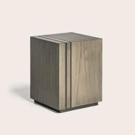 Drewniany stolik pomocniczy Cube.jpg