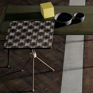 Eklektyczny stolik pomocniczy Jenga.jpg