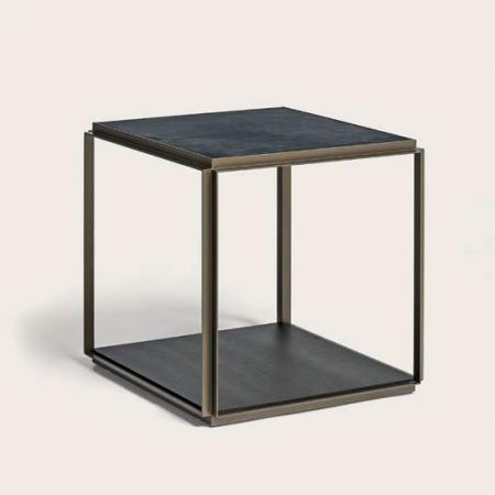 Kwadratowy stolik pomocniczy Frame.jpg