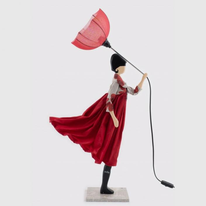 Lampa stołowa kobieta w czerwonej sukni POPPY