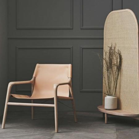 MInimalistyczny fotel z drewnianym stolarzem Soul 1 Bolia