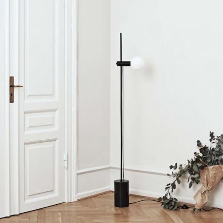 Minimalistyczna lampa podłogowa Revolve 1 Bolia