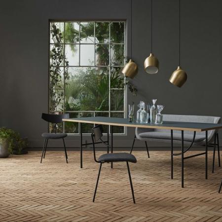 Minimalistyczny stół z dekoracyjnymi nogami HP 1 Bolia