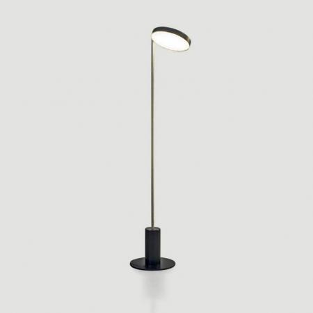 Mosiężna lampa podłogowa Weve.jpg