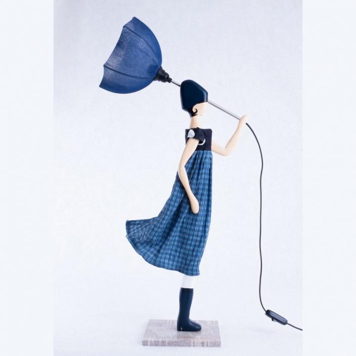 Niebieska lampa stołowa kobieta w sukience FOTINI
