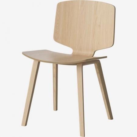 Nowoczesne krzesło z drewna Valby Bolia