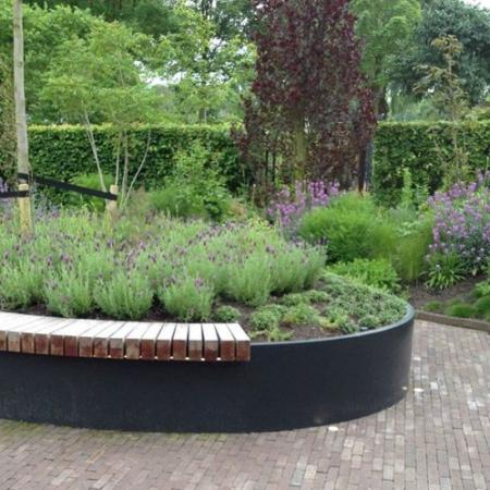 Ogrodowy murek oporowy zewnętrzny aluminum - wiosna w ogrodzie