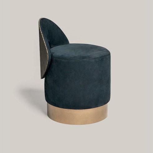 Okrągłe krzesło z niskim oparciem Hege.jpg