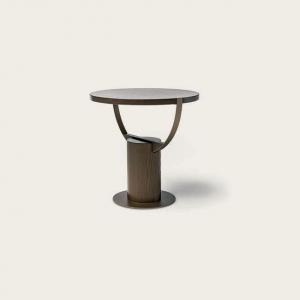 Okrągły stolik pomocniczy z drewna Loop.jpg