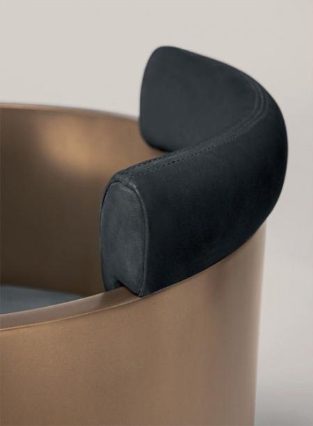 Owalny fotel Emy 2.jpg