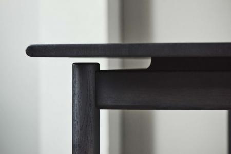 Prostokątny stół w kolorze drewna lub czerni Loyal 5 Bolia