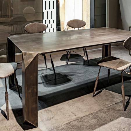 Prostokątny stół z metalu Prism.jpg