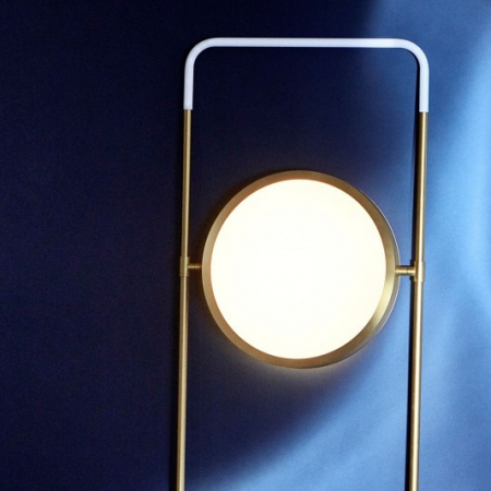 Złota lampa podłogowa LED Vary 1 Bolia