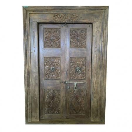 Antyczne drewniane drzwi